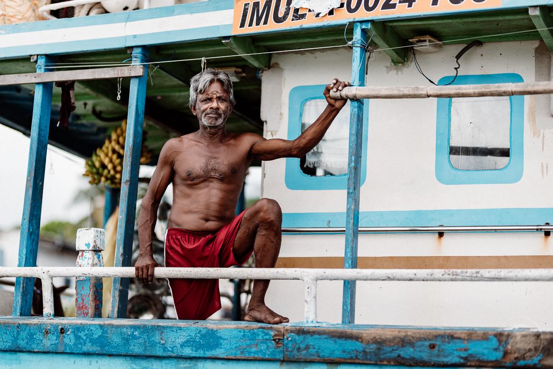 Negombo Lagune Sri Lanka - Markanter Fischer schaut mich einprägsam an