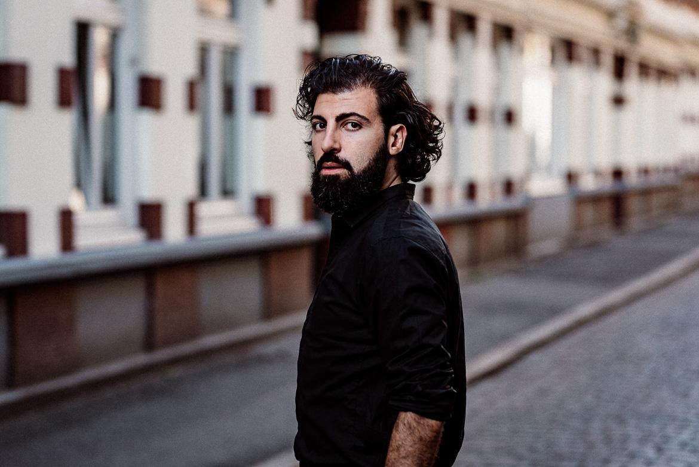 85mm Objektiv Portriatfotografie Ahmet Halbkörper